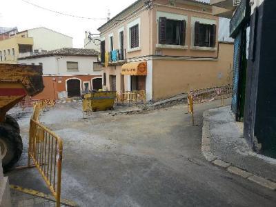 Ajuntament de Vilafranca. Continua la urbanització com illa de vianants de trams dels carrers Sant Pau, Muralla dels Vallets i Vall del Castell
