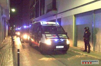 Mossos d'Esquadra. Dispositiu policial en tres locals de Vilanova per prevenir delictes contra la salut pública