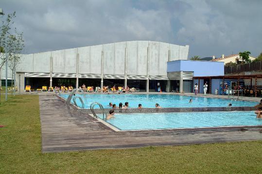 Les piscines exteriors de sant pere de ribes obren les for Piscina sant pere de ribes