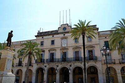 El ple de Vilanova aprova l'adequació de l'edifici annex a l'Ajuntament
