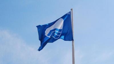 Tretze platges del Garraf i el Baix Penedès, una més que l'estiu passat, aconsegueixen banderes blaves