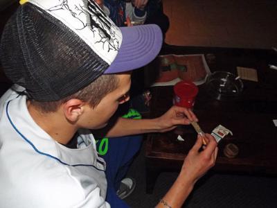 Rebuig de les associacions cannàbiques a la nova ordenança que regularà els seus locals de fumadors