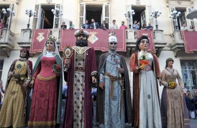 Els Gegants Moros de Sitges protagonitzen la Postal de Gegants del 2015. Ajuntament de Sitges