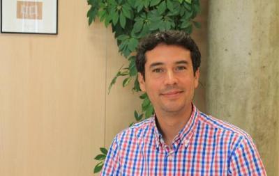 Kennetk Martínez, regidor d'Educació, Joventut, Infància, Activitats i Ocupació del Vendrell. Ivet Carbajo