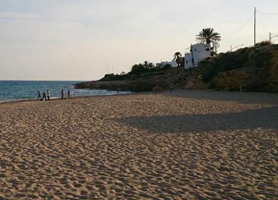 La platja de l'Aiguadolç de Vilanova. Eix