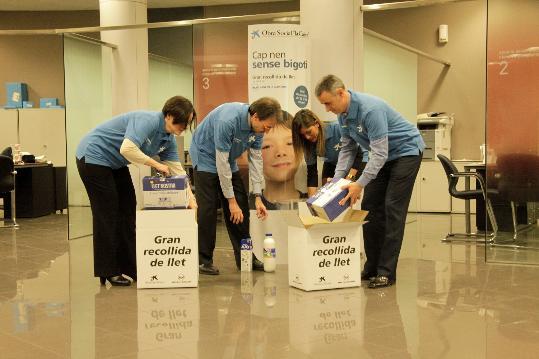 L 39 alt pened s porta litres de llet a les oficines de for Caixa enginyers oficines