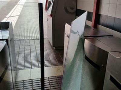 Nous actes vandàlics tornen a inhabilitar l'accés al pas subterrani de l'estació de Vilanova. Ajuntament de Vilanova