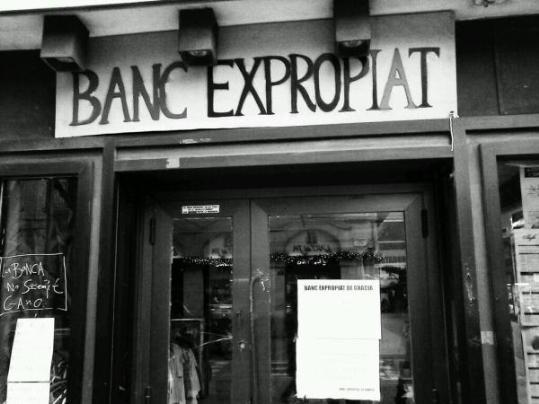 Ocupen una antiga oficina de banesto a vilanova per for Banesto oficinas