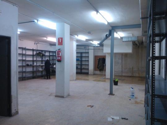 Ocupen una antiga oficina de banesto a vilanova per for Oficinas de banesto