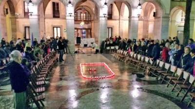 Plantada d'espelmes en memòria de les víctimes de violència masclista a Vilanova. Ajuntament de Vilanova