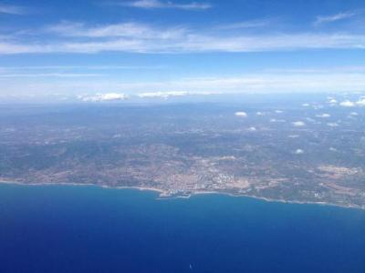 EIX. Vista de la costa del Garraf des d'un avió