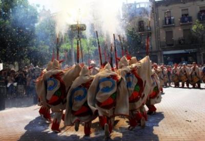Actuació dels Diables de Vilafranca del Penedès durant la Festa Major de 2014 . Diables de Vilafranca