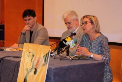 D'esquerra a dreta: el gerent, Oriol Toldrà; l'alcalde del Vendrell, Martí Carnicer; i la regidora de Cultura, Eva Serramià. ACN