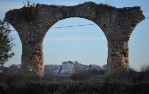 Les restes de l'aqüeducte romà a Sant Jaume dels Domenys