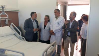 L'hospital de Vilafranca destina 400.000 euros a renovar el mobiliari de les habitacions. Roger Vives