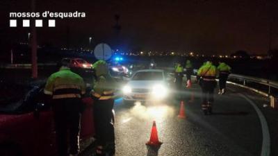 Pla general d'un control dels Mossos contra l'alcohol i les drogues a la carretera, aquest cap de setmana. Mossos d'Esquadra