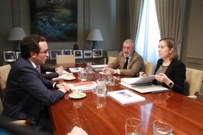 Plano obert de la ministra de Foment, Ana Pastor, i el conseller de Territori i Sostenibilitat, Josep Rull. ACN