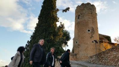 Puigcorbé i Garrido durant la visita al Castell de Ribes. Ajt Sant Pere de Ribes