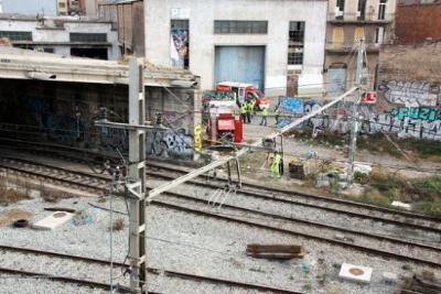 Un foc en una estació en desús inunda de fum els túnels ferroviaris de Barcelona i causa un nou caos a Rodalies. ACN