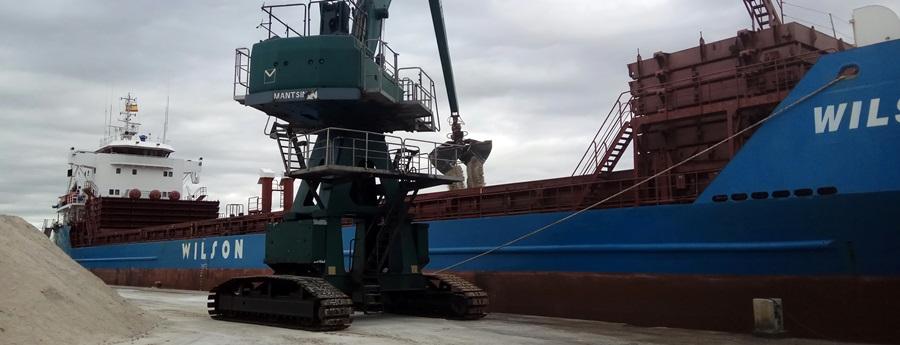 El port de Vilanova assoleix més de 100.000 tones de mercaderia el primer semestre