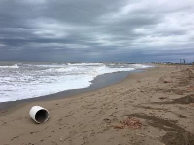 Calafell es planteja crear dunes per protegir la platja quan hi hagi temporals. Ajuntament de Calafell