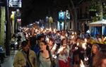 Centenars de persones marxen amb torxes a Vilanova en favor de la independència la vigília de la Diada