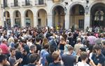 Concentració a les portes de l'Ajuntament de Vilanova