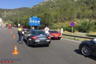 Denunciats a Sitges 9 conductors de vehicles de gamma alta que participaven en un ral·li per excés de velocitat. Mossos d'Esquadra