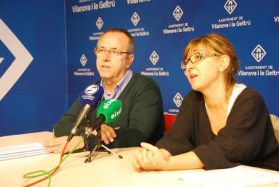 Dionís Ginés i Glòria Garcia presenten la memòria de la policia local de Vilanova. Míriam de Lamo