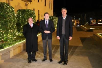 El president espanyol, Mariano Rajoy, el líder del PPC, Xavier Garcia Albiol, i el president de Freixenet, Josep Lluís Bonet, a les caves. ACN