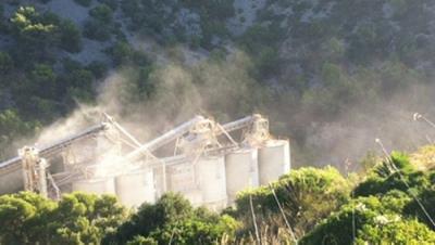 El veïnat de Garraf es planteja tallar la carretera de les Costes en protesta de la pols de les canteres. EIX