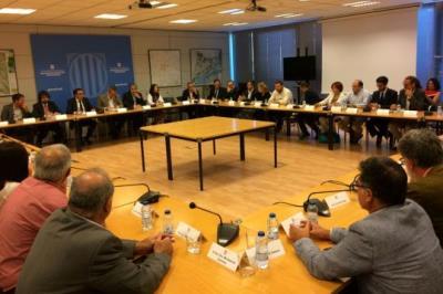 Gran pla general de la reunió entre el Govern i els alcaldes de l'Ebre, el Camp de Tarragona i el Penedès celebrada el 24 de juliol de 2017 per aborda
