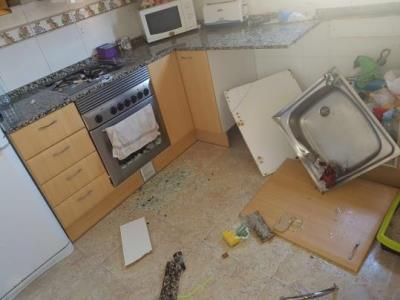 Les destrosses que ha patit una casa ocupada a Cubelles quan les seves inquilines no hi eren. Isabel Madrigal
