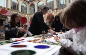 L'exposició 'Vet aquí una vegada...' proposa a la Fira de Bolonya un recorregut per l'obra de 17 il·lustradors catalans