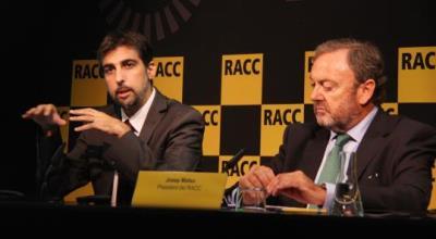 Lluís Puerto, director de la Fundació RACC, presentant l'auditoria sobre la senyalització dels radars a Catalunya, al costat de Josep Mateu, del RACC.