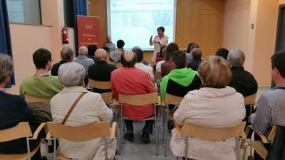 Sessió pública de presentació del Pla Reactivació Municipal 2017-2018 ahir a la Biblioteca Manuel de Pedrolo de Ribes. Ajt Sant Pere de Ribes