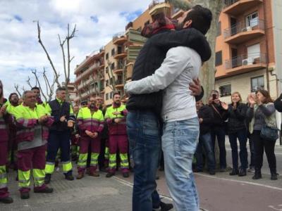Solidaritat als tallers de Renfe, a Vilanova, amb els vuit acomiadats fa una setmana. EIX