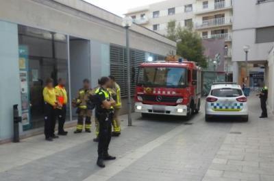 Un atac amb gas irritant obliga a tancar l'Oficina Jove i el Servei Català de Vilanova . EIX