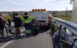 Un ciclista de 43 anys, ferit greu en un accident a la C-31 a Vilanova