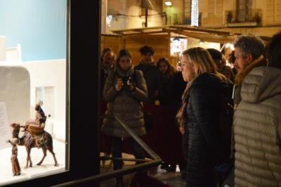 Vilanova obre els actes nadalencs amb la inauguració del pessebre i l'enllumenat de la plaça de la Vila. Saray Giménez