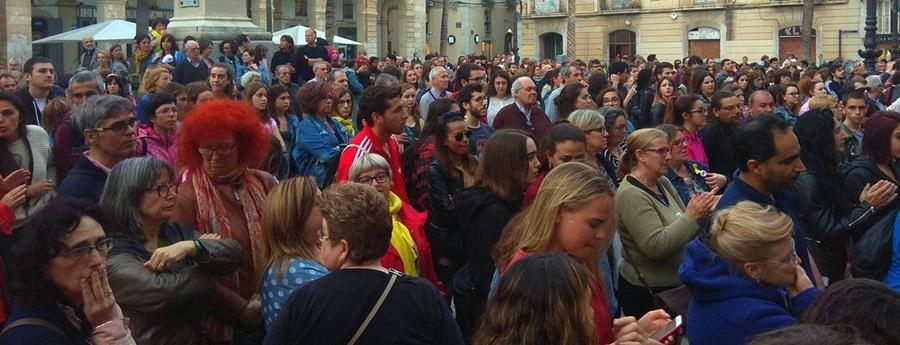 Centenars de persones es concentren a Vilanova en rebuig a la sentència de 'La Manada'