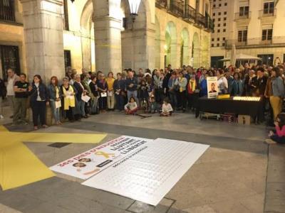 Centenars de persones es mobilitzen a Vilanova pel primer aniversari de l'empresonament dels Jordis. Òmnium