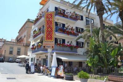 Corpus escalfa motors a Sitges amb una catifa de 7 metres en una façana. Ajuntament de Sitges