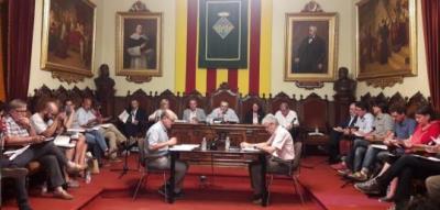 El ple de Vilafranca rebutja modificar l'ordenança de civisme per casos concrets com la penjada de llaços grocs. Roger Vives