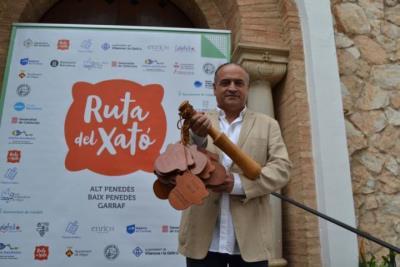 El president de la DO Penedès, Josep Maria Albet i Noya, és el nou ambaixador de la Ruta del Xató. Ajuntament de Sitges