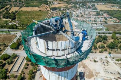 Endesa afronta l'enderroc de l'estructura exterior de de la central tèrmica de Cubelles. Endesa