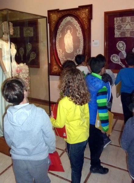Gaireb 300 alumnes del baix pened s visiten el museu de - El tiempo en l arboc ...