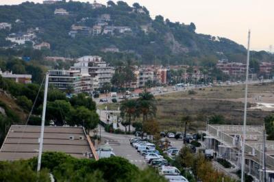 Gran pla general aeri del nucli de Les Botigues de Sitges des de les Costes del Garraf. ACN