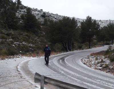 La policia local de Sitges ha tallat circulació carretera des del Ratpenat fins a la Plana Novella. Policia local de Sitges