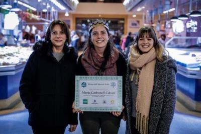 La Reina del Mercat, Marta Carbonell Cabutí, al centre, acompanyades de la segona i tercera classificades, Dolors Carbonell i Marta Marler. Arnau Salv